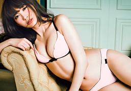 下着モデルデビューした小嶋陽菜がエロい