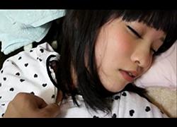 個人撮影 寝ている妹の発育途上の体にヤリたい放題