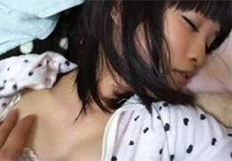 素人自宅撮り 寝てる妹があまりに可愛すぎてたまらず挿入…