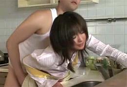 台所で旦那と会話中の若妻を立ちバックでレイプ!