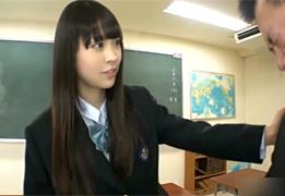 優等生だと思ってた女子生徒に教室で犯された…。しかも生。