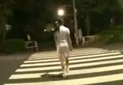 ウォーキング中の女子大生を路地裏に連れ込んでレイプ!