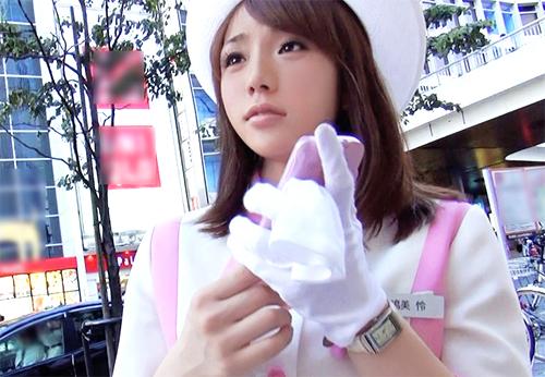 新宿の高級百貨店で働く美人デパートガールをナンパ!