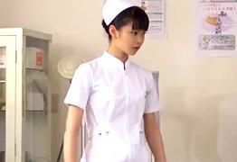 小顔でめっちゃ可愛い看護学生が初めてのアナル体験!