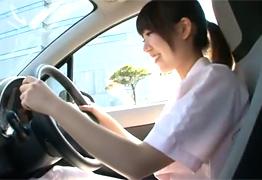 個人撮影 小顔で可愛い現役看護師さんを車で生ハメ!