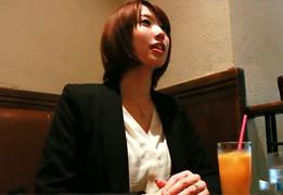 元レースクイーンだという長身美人な26歳パイパン奥様の画像です