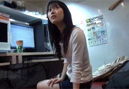 清楚な女子大生に声をかけネカフェで中出しハメ撮り!