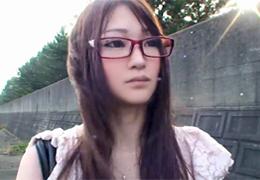 メガネが似合う美形女子大生のモロ見え個人撮影