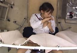 未発達な女子○生が産婦人科で犯される一部始終