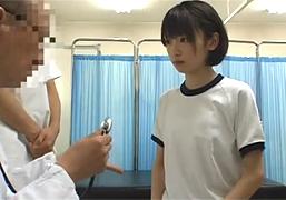 中●校の身体測定に潜入しちっぱい少女にイタズラ