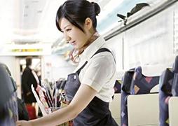 新幹線の車内で見つけた美人販売員を口説き落としてヤる 本条亜未