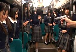 名門女子校の通学バスをバスジャックしてお嬢様を連続レイプ!