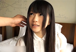 黒髪ロングが似合うホンモノの美少女