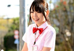 ハウスクリーニングの美人お姉さんを口説いて脱がすとパイパン! 栄倉彩