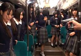 通学バスをジャックして女子校生を連続強姦