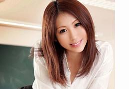 スーパーモデル級の美人先生と教室で中出しSEX!